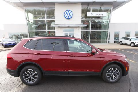 New 2019 Volkswagen Tiguan SE AWD w/Panoramic Sunroof